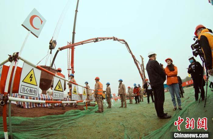 2月5日,南昌至长沙1000千伏特高压交流线路工程开工。 王昊阳 摄