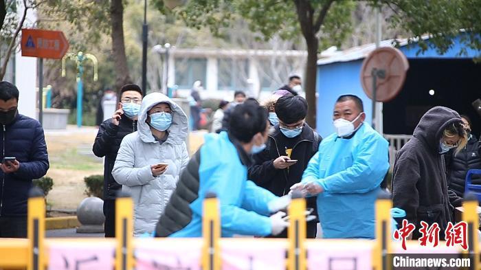 直击上海一中风险小区 市民:在家待着就是最大的贡献