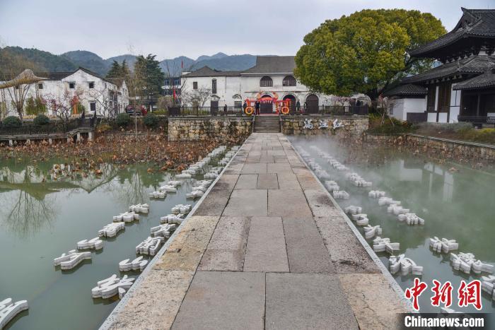 《满江红》词作融于杭州萧山欢潭村一景。 范宇斌摄