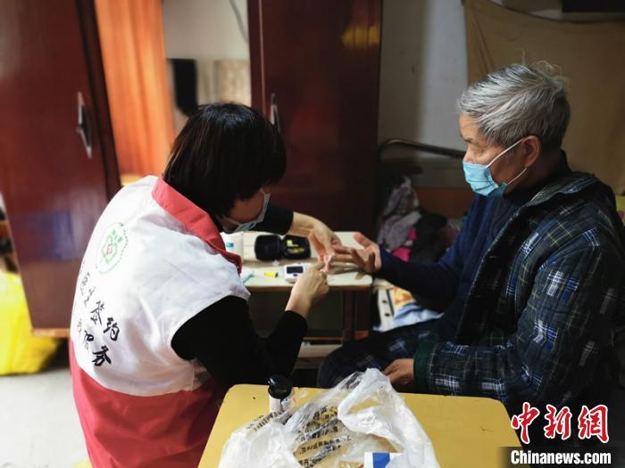 """浙江莲都家庭医生春节上门服务民众有""""医""""靠"""