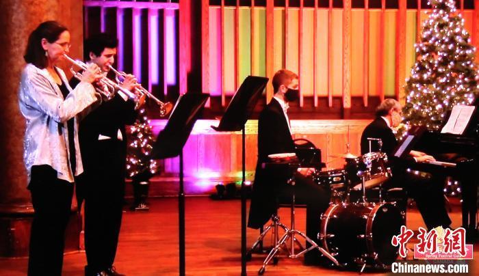 渥太华华星艺术团旗下音乐无极限演奏经典室内乐。 余瑞冬 摄