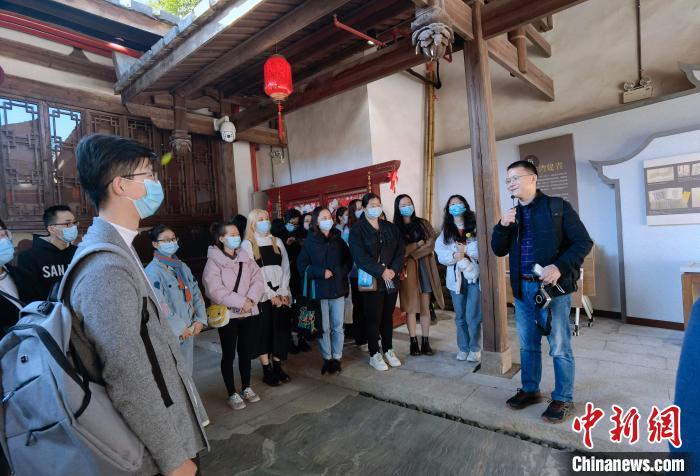 图为福州高校师生现场教学活动在福州台湾会馆展开。 钟欣 摄