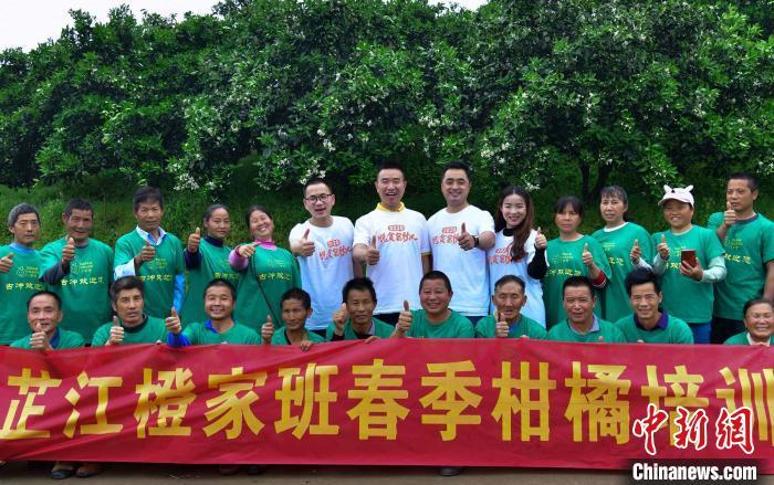 舒兴华和团队。受访者供图