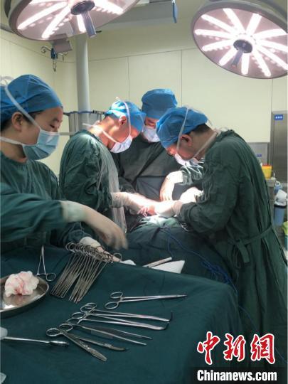 西安交大一附院顺利切除一例罕见乳腺巨大肿瘤