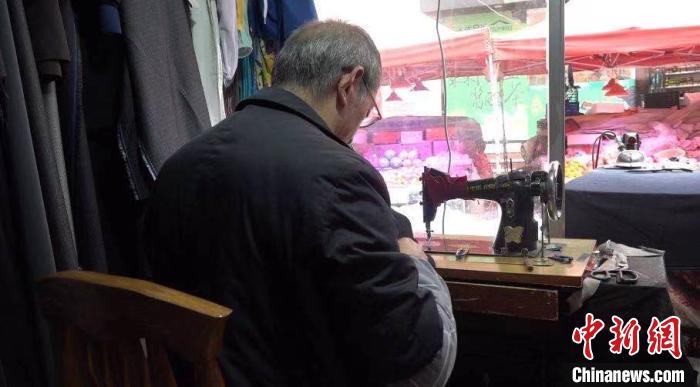 坚守裁缝手艺四十载 探访六旬老人裁缝生涯