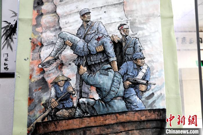 湖北一画家绘就两米长战斗画作