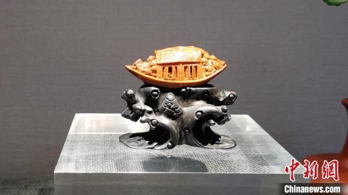 """苏州核雕艺术家细说一""""核""""一世界"""