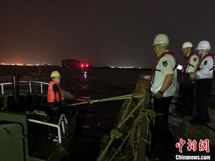广州港附近水域发生碰撞事故 一散货船沉没