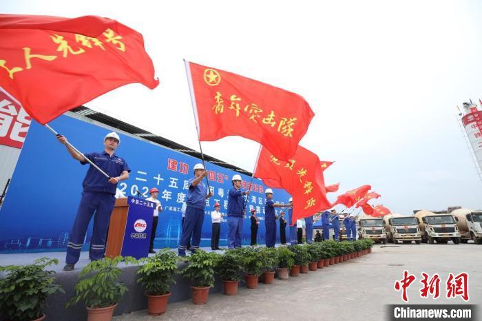 广东梅龙铁路全线最长隧道斜井完工 工程建设取得突破性进展