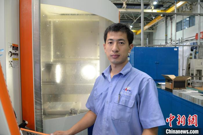 赵宇在699厂精密制造事业部机加车间 航天科工二院供图 摄