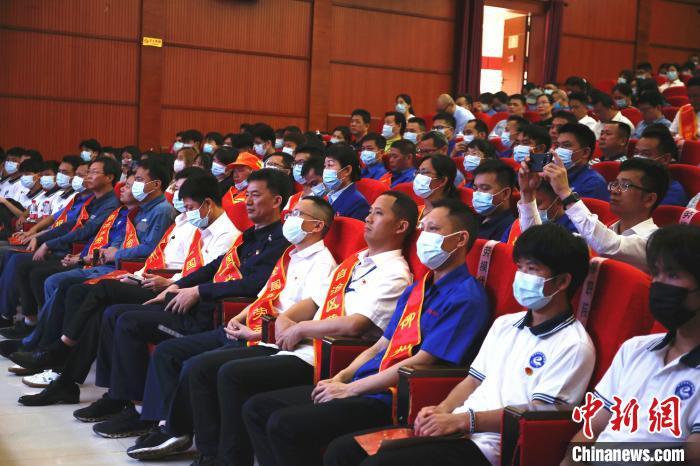 """工业城市广西柳州成立""""工匠学院"""" 培养技术技能人才"""