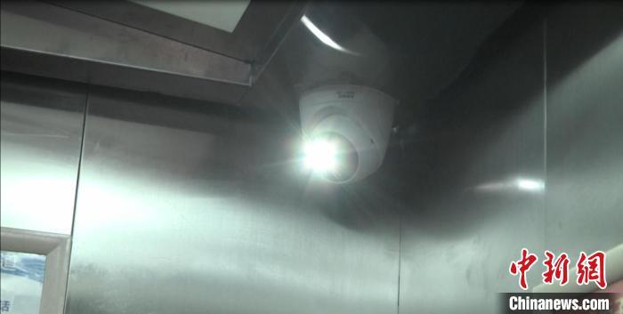 山东多地安装管控装置禁止电动车进入电梯 避免自燃爆炸