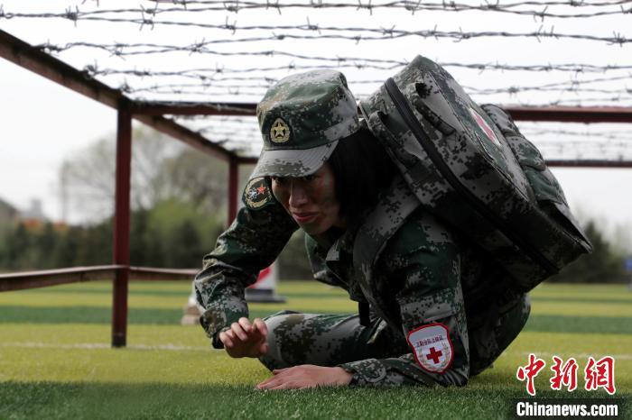 争夺抢救时间。 韩文会 摄