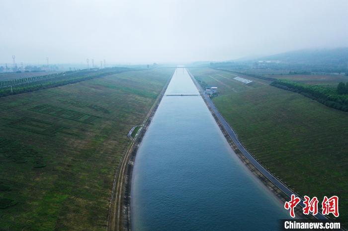 图为丹江水通过南水北调工程输送到北方。 李超庆 摄