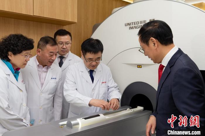 """超高场动物磁共振""""活体显微镜""""uMR9.4T进驻上海交通大学医学院附属瑞金医院 联影供图"""