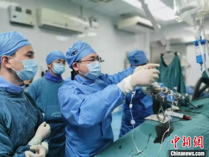 """七旬患者反复心衰发作粤医院用新器械60分钟解决""""难题"""""""