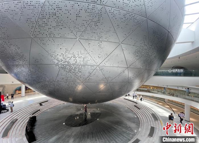7月17日,上海天文馆开馆,图为球幕影院。 郑莹莹 摄