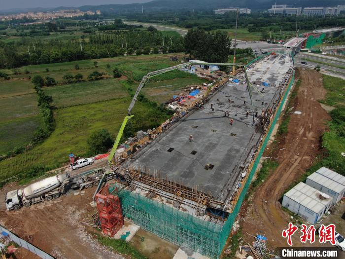 滁宁城际铁路四线道岔连续梁完成浇筑