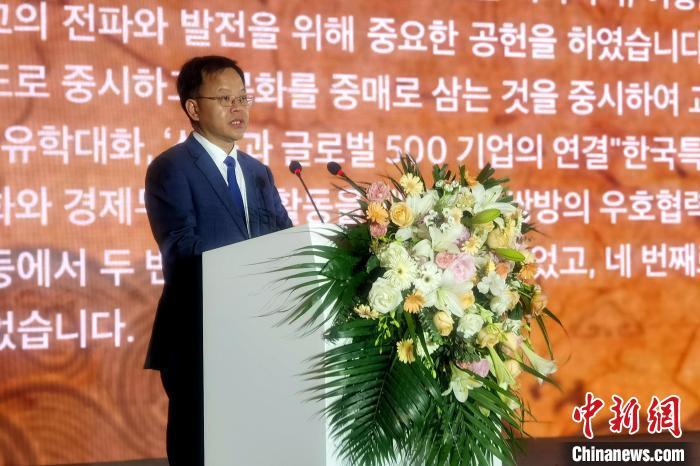 山东省人民政府副省长王心富在开幕中致辞。 梁犇 摄