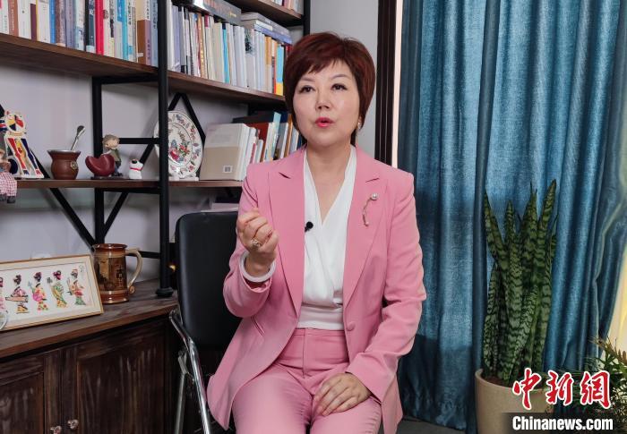 寒露接受记者采访。 吕杨 摄