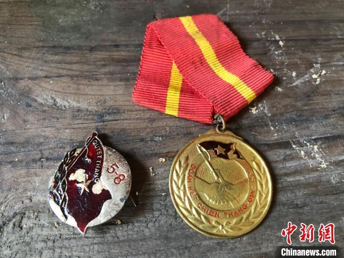 浙江奉化更迭匾额见证三代男儿参军路 承载近70年家国情