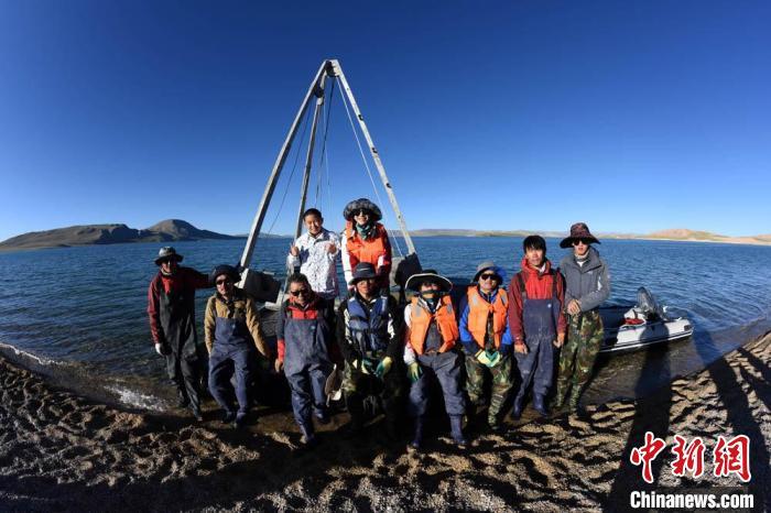 中国二次青藏科考分队完成海拔逾4500米错鄂湖科考作业