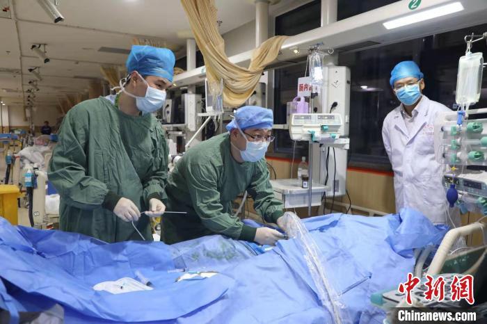 治疗场景 龙泉市人民医院供图