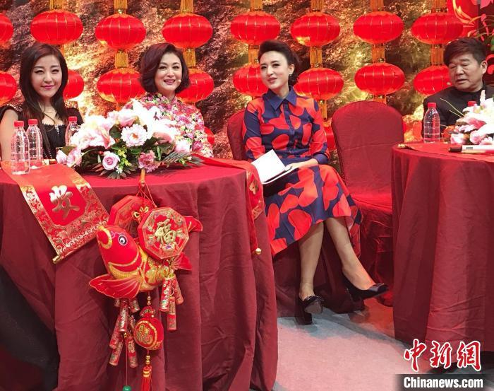 孙潇(左一)、于月仙(中间)、张磊(右一)在一起。 孙潇供图