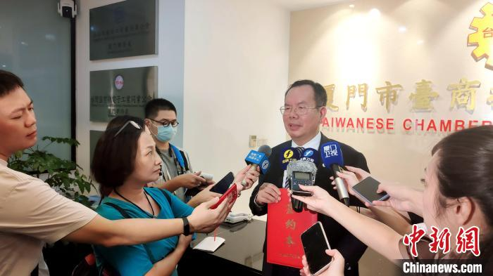 厦门台商协会会长吴家莹接受记者采访。 杨伏山 摄