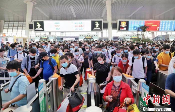 暑运期间杭州东站发客942万余人次 居长三角铁路首位