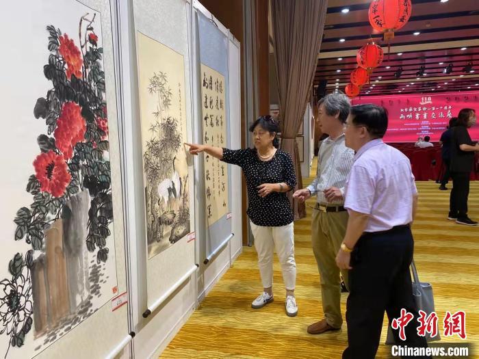 纪念辛亥革命110周年两岸书画交流展在北京开幕