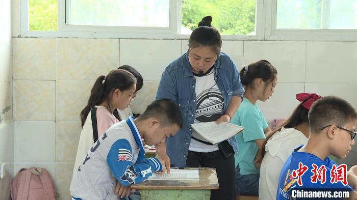 """乡村教师刘宗艳:为教育默默奉献的""""追光者"""""""