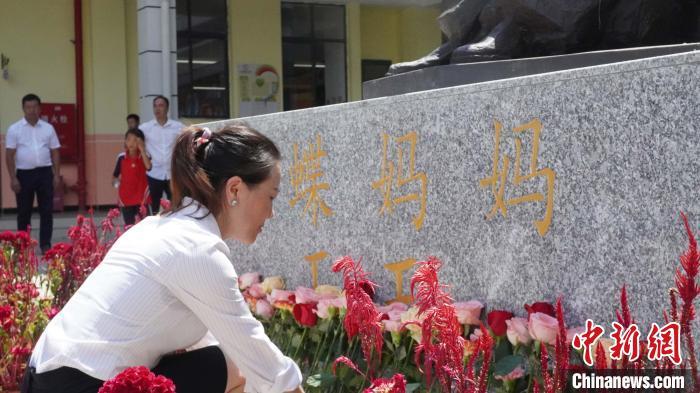 """贵州教师王玉:被苗家人尊称为""""蝴蝶妈妈""""的汉族老师"""