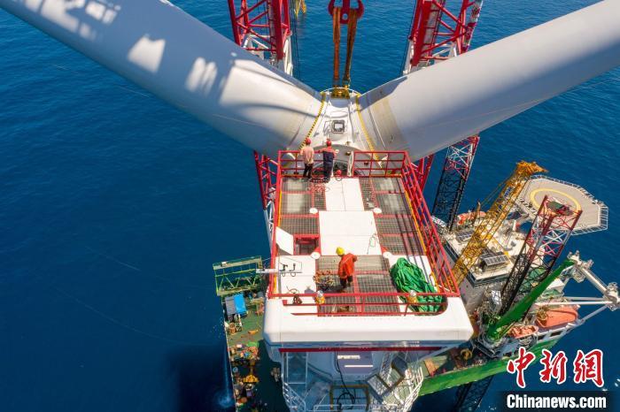粤电阳江沙扒海上风电项目全部风机安装完成 谢珍 摄