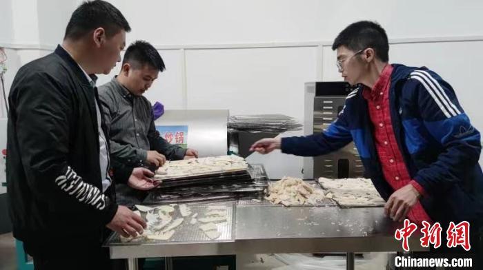 重庆江津推动新时代民族工作 村民拓宽销路奔致富