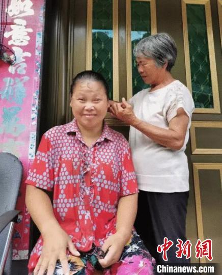 浙江温州一婆婆照料植物人儿媳17年:只要活着就照顾她
