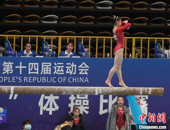 """体操奥运选手同场竞技 全运会赛场再现""""袋鼠摇手"""""""