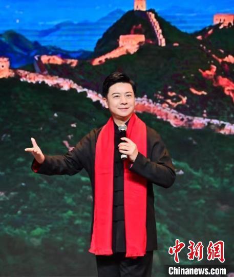 胡文阁演唱《我爱你中国》 中华世纪坛供图