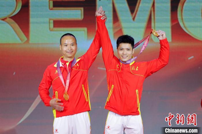 李发彬夺举重男子61公斤级冠军 贾雄辉超抓举世界纪录