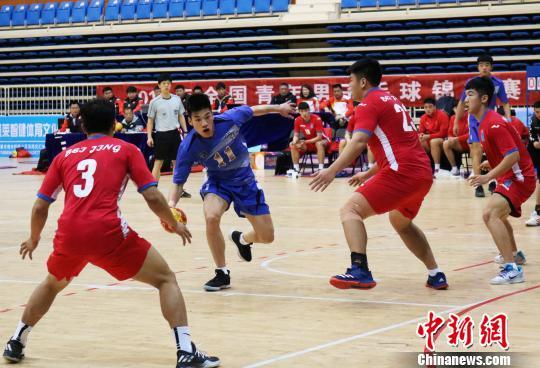 经由10天39场的剧烈比赛,终究 山东队夺得赛事冠军。 韩乃栋 摄