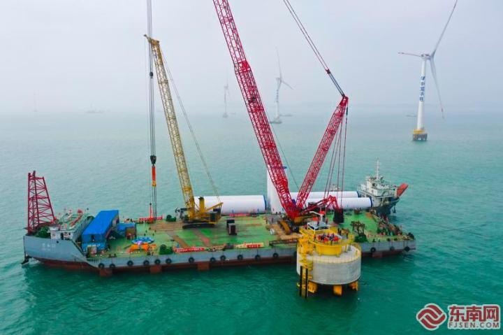 近日,华电福建福清海坛海峡海上风电项目加快建设。福建日报记者 王永珍 摄
