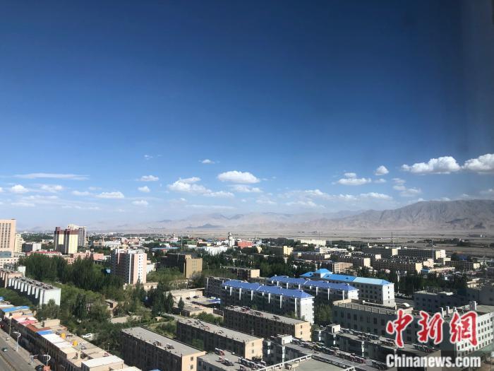 俯瞰格尔木市景色。 a target='_blank' href='https://www.chinanews.com/' /p中新网/a 左宇坤 摄
