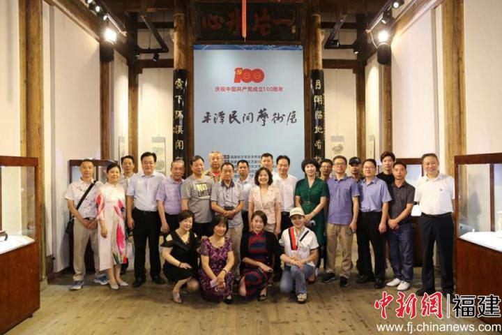 福建平潭民间艺术展在福州福建省海峡民间艺术馆开展。倪兴风 摄